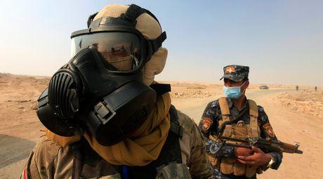 Iraq: IS dot nha may hoa chat, 1.000 nguoi nhiem doc - Anh 1