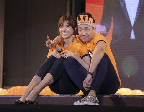 Tran Thanh bat khoc to tinh Hari Won truoc hang nghin nguoi - Anh 4