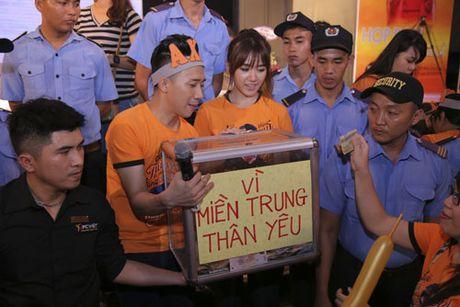 Tran Thanh bat khoc to tinh Hari Won truoc hang nghin nguoi - Anh 6