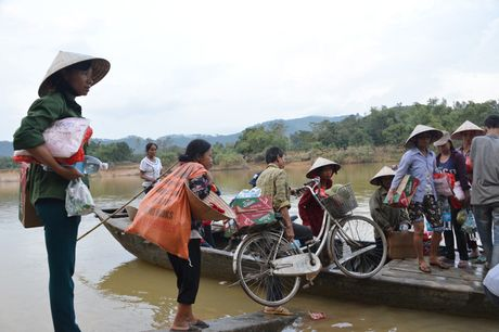 Gan 700 suat hang cuu tro den tay nguoi dan bi lu lut Vu Quang - Anh 10