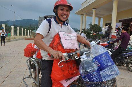 Gan 700 suat hang cuu tro den tay nguoi dan bi lu lut Vu Quang - Anh 8