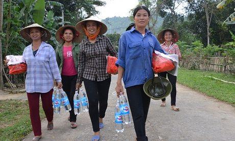 Gan 700 suat hang cuu tro den tay nguoi dan bi lu lut Vu Quang - Anh 9