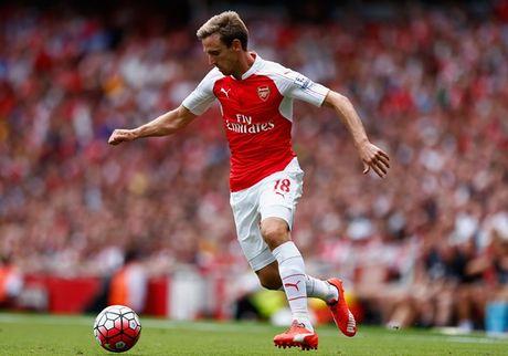Nacho Monreal dang la tu huyet cua Arsenal - Anh 1
