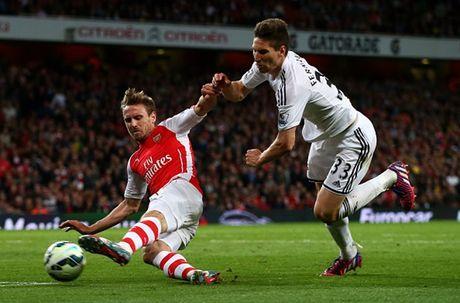 Nacho Monreal dang la tu huyet cua Arsenal - Anh 2