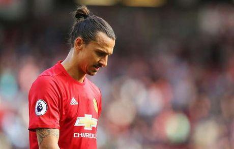 'Da den luc Mourinho phai loai Ibrahimovic' - Anh 1