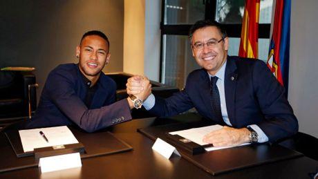 Neymar tren con duong tiep noi truyen thong Brazil o Barca - Anh 1