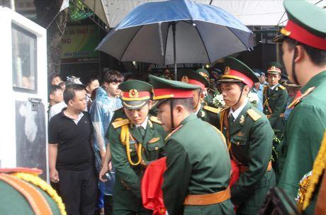 Thanh Hoa: Tien dua phi cong Nguyen Van Tung ve dat me - Anh 1