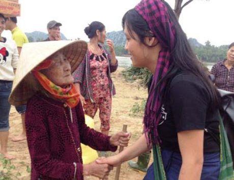 Thu tuong truy tang Bang khen cho nu tinh nguyen vien dung cam - Anh 1