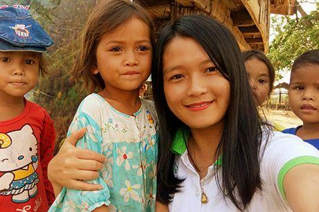 Thu tuong truy tang Bang khen cho nu tinh nguyen vien dung cam - Anh 2