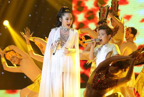 Liveshow 6 'Giong hat Viet nhi 2016': Be Thuy Binh khien cac HLV bat day khoi 'ghe nong' - Anh 4