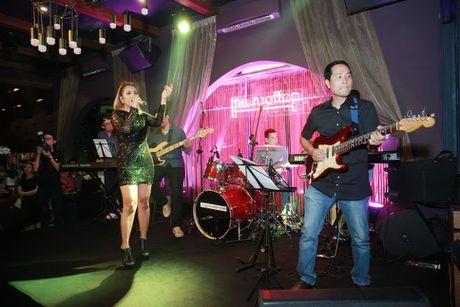 Ho Ngoc Ha va quan quan Vietnam Idol 2016 khuay dong Rooftop - Anh 12