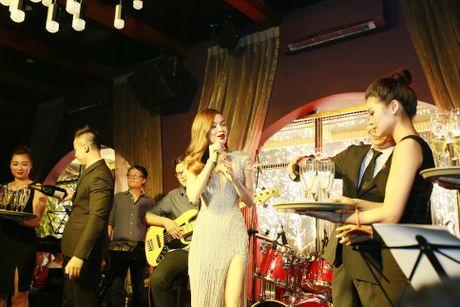 Ho Ngoc Ha va quan quan Vietnam Idol 2016 khuay dong Rooftop - Anh 1