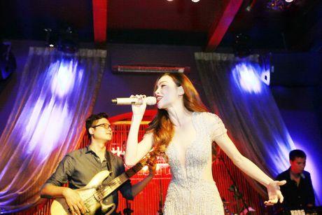 Ho Ngoc Ha va quan quan Vietnam Idol 2016 khuay dong Rooftop - Anh 2