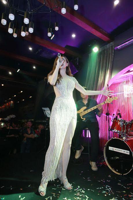 Ho Ngoc Ha va quan quan Vietnam Idol 2016 khuay dong Rooftop - Anh 3