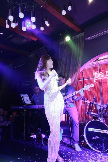 Ho Ngoc Ha va quan quan Vietnam Idol 2016 khuay dong Rooftop - Anh 4