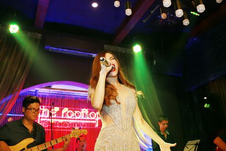 Ho Ngoc Ha va quan quan Vietnam Idol 2016 khuay dong Rooftop - Anh 5