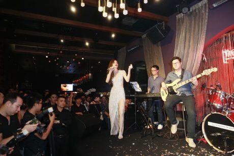 Ho Ngoc Ha va quan quan Vietnam Idol 2016 khuay dong Rooftop - Anh 8
