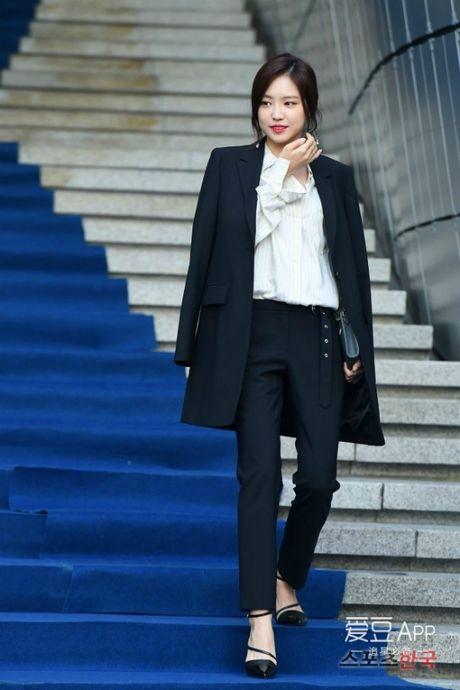 12 bo canh dep nhat cua my nhan Han o Seoul Fashion Week - Anh 10