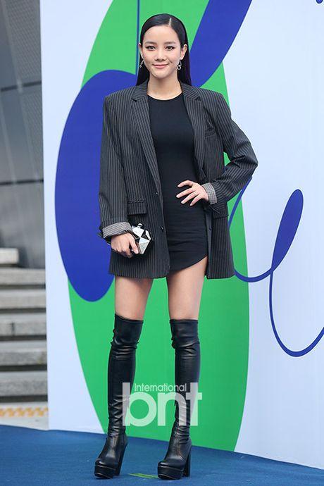 12 bo canh dep nhat cua my nhan Han o Seoul Fashion Week - Anh 2