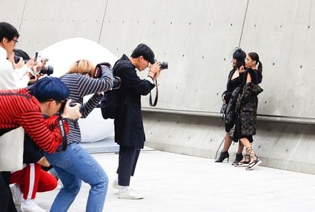 Lan Khue va Mai Ngo 'can quet' duong pho Seoul - Anh 2