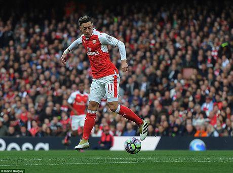 Phao thu Arsenal bi Middlesbrough cam hoa - Anh 1