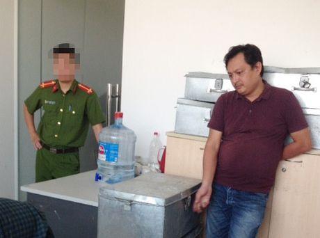 Bat giam doc doanh nghiep chiem doat gan 50 ti dong cua ngan hang - Anh 1