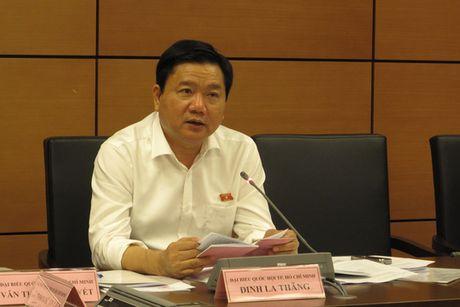 Bi thu Dinh La Thang: '97.000 ty chong ngap... chua biet trong vao dau' - Anh 1