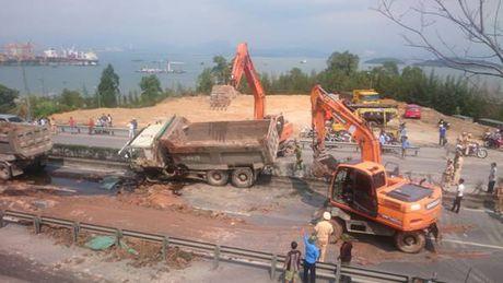 Quang Ninh: Tai nan giao thong o cau Bai Chay – TP.Ha Long - Anh 2