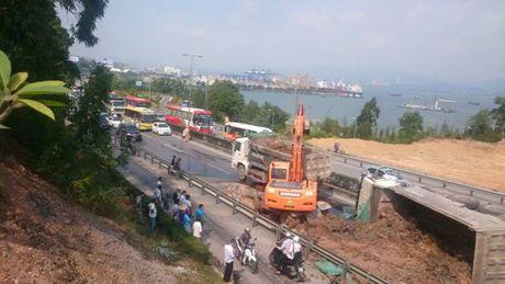Quang Ninh: Tai nan giao thong o cau Bai Chay – TP.Ha Long - Anh 3