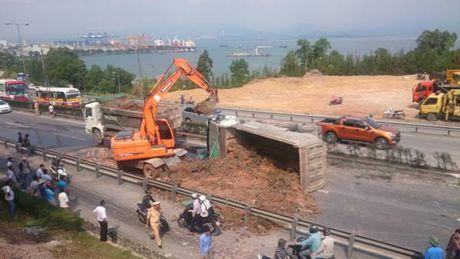 Quang Ninh: Tai nan giao thong o cau Bai Chay – TP.Ha Long - Anh 5