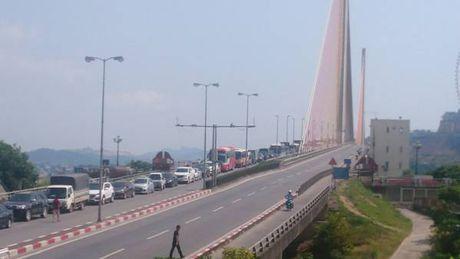 Quang Ninh: Tai nan giao thong o cau Bai Chay – TP.Ha Long - Anh 6