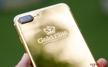 'Bong tay' cam iPhone 7 Plus vang 24K gia 180 trieu tai Viet Nam - Anh 10