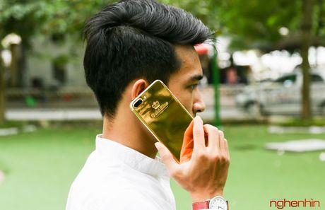 'Bong tay' cam iPhone 7 Plus vang 24K gia 180 trieu tai Viet Nam - Anh 14