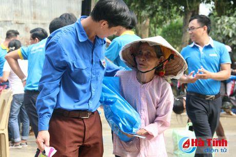 Cac to chuc, ca nhan tiep tuc huong ve nguoi dan vung lu Ha Tinh - Anh 11
