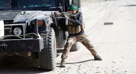 Phien quan IS xu tu gan 300 dan thuong, chon tap the o Mosul - Anh 1