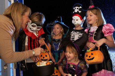 Kham pha khong khi Halloween tren khap the gioi - Anh 7