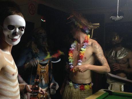 Kham pha khong khi Halloween tren khap the gioi - Anh 9