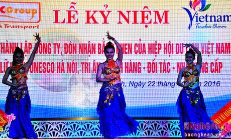 Phucgroup don nhan bang khen cua Hiep hoi du lich VIet Nam - Anh 2