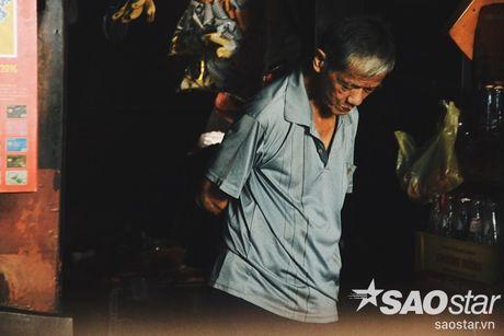 Nguoi dan ong luu giu ky uc o quan ca phe vot cuoi cung trong khu Cho Lon - Anh 9