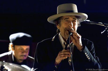 Bob Dylan, nhac si mang tam hon cua nha tho - Anh 2