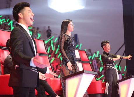 'Cau be dan ca' Thuy Binh hat rock cuc chat lam bung no The Voice Kids - Anh 1