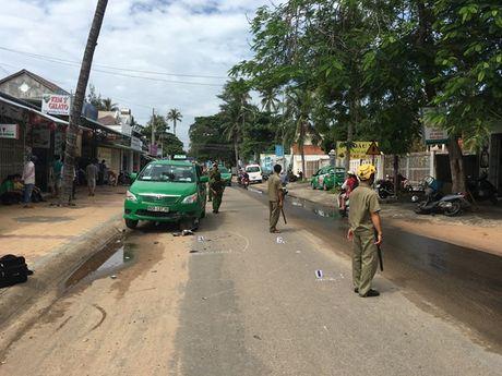Binh Thuan: Lai xe lan duong, 1 nguoi nuoc ngoai thiet mang - Anh 1