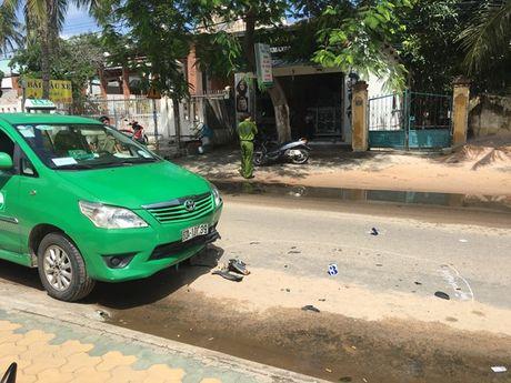 Binh Thuan: Lai xe lan duong, 1 nguoi nuoc ngoai thiet mang - Anh 4