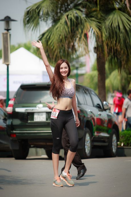 Mai Phuong Thuy goi cam chay marathon tai Ha Noi - Anh 4