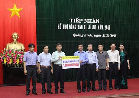 Da Nang va Binh Duong cuu tro dong bao lu lut Quang Binh 2 ty dong - Anh 1