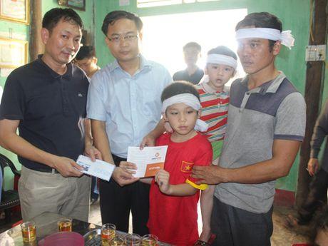 LienVietPostBank ho tro nhan dan vung lu Ha Tinh 600 trieu dong - Anh 2