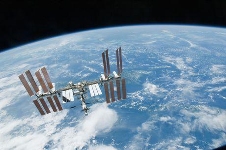 ISS ve huu, Trung Quoc tham vong 'cam coc' tren khong gian - Anh 2