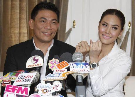 Nuoc mat minh tinh Thai Lan sau khi cuoi bo cua ban than - Anh 1