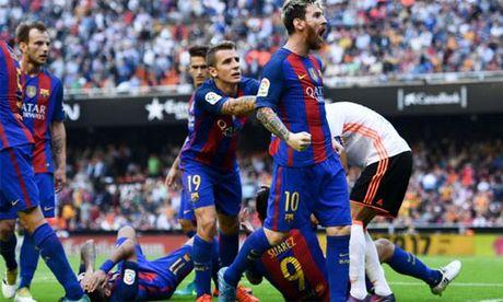 Messi vang tuc voi CDV Valencia sau khi ghi ban - Anh 1