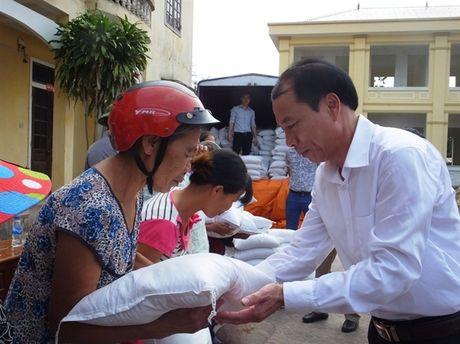 250 suat qua den voi nguoi dan vung lu Cam Xuyen - Anh 2